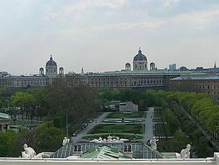 Blick vom Dach des Burgtheaters auf den Volksgarten. © Schaufi